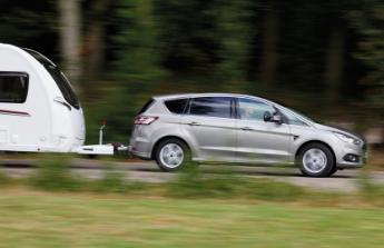 Spolehlivé auto ke karavanu