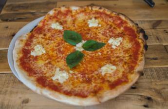 Novou pizza pec + drobné vybavení do restaurace