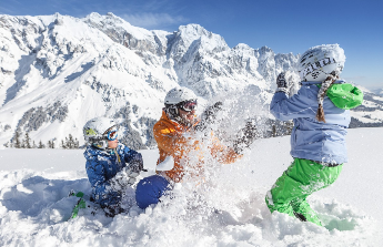 lyže a lyžařske vybavení
