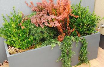 sklolaminátové květináče na míru na naši terasu