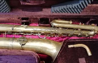 Bas saxofon