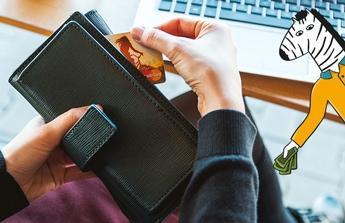 Zaplacení dvou kreditních karet.