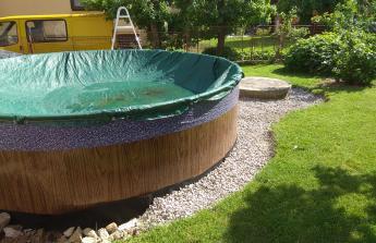Úprava zahrady, instalace bazénu